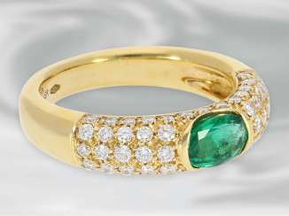 Ring: attractive ladies ring with beautiful emerald and fine finishing, approx. 1,59 ct, crafted from 18K Gold, brilliant cut, NP of 4,300€