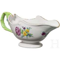 Hand-painted gravy boat, Imperial porcelain manufactory, St. Petersburg, Russia, around 1780