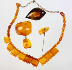 Amber brooch, among other things,