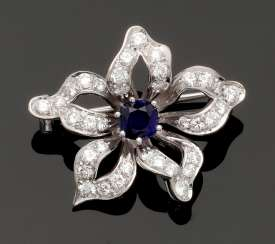 Flower brooch with sapphire and diamond trim