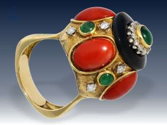 Ring: exceptional and exclusive vintage gold wrought ring with a coral, emerald and diamonds, unique pieces by hand in 18K Gold