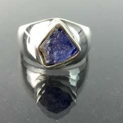 Beautiful Ring with natural tanzanite approximately 7 carat in silver 925.