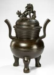 Large incense burner in Bronze with a Fo-lion-cover