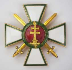 Hungary : Order Of Merit, 1. Edition (1922-1944), officers cross with swords.