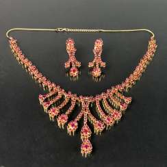 Exceptional necklace and earrings with rubies