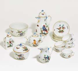 COFFEE AND TEA SERVICE WITH A RICH BIRD DECOR