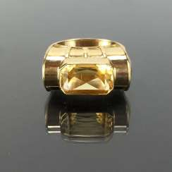Respectable ladies ring with gold Topaz. Yellow gold 585.