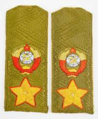 Soviet Union: Pair of shoulderboards for the field uniform of a Marshal.