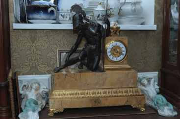 Mantel clock.France, early XIX century, bronze