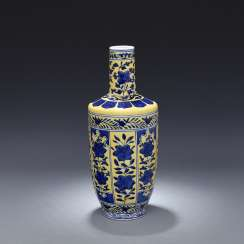 Qing Dynasty Hand Painted Blue and white vase