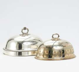 2 serving dome with monogram and gripping under the crown
