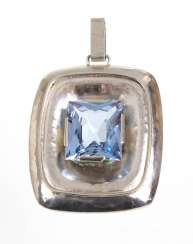 Pearl pendant with blue topaz silver