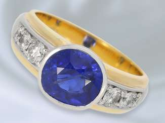Ring: decorative, formerly very expensive two-tone gold wrought ring with sapphire/diamond trimming, solid, made in 18K of Gold