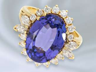 Ring: very beautiful and very valuable tanzanite/diamond/diamond-and-gold wrought ring is made of 18K Gold, very fine tanzanite of approx. 7,2 ct, gold-wrought work of the court jeweller and Roesner