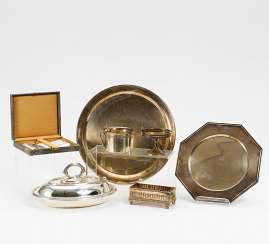 2 square plates, serving bowl with lid, 7 coffee spoons, a rectangular top basket and 2 kl. Shells