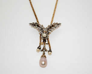 Pendant with diamonds and pearls
