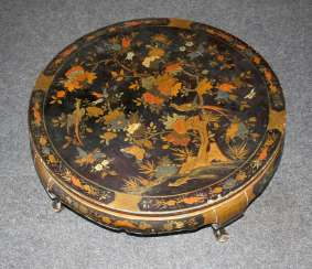 Lacquer table with Chinoiserie