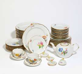 Dinner and tea service with floral decoration