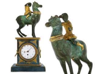 Clock: fancy, attractive Bronze figures, table clock with spindle work, France, around 1800