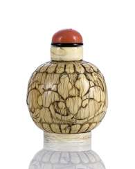 Ivory Snuffbottle with flower carving