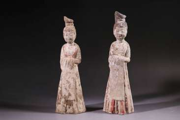 A PAIR OF WHITE POTTERY LADIES TANG DYNASTY (618-907)