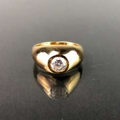 Opulent Ring with a large stone. Yellow gold 585.