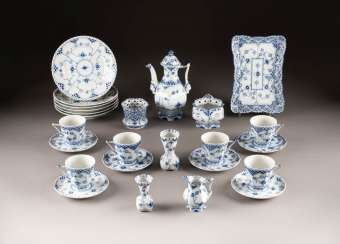 19-PIECE COFFEE SERVICE 'MUSSELMALET - FULL TIP'