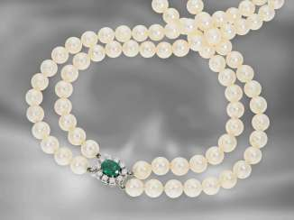 Chain / necklace: formerly very expensive two-row vintage Akoya cultured pearl necklace with emerald / brilliant clasp, 18K white gold