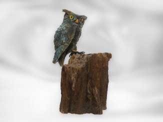 Figure / stone carving: Sculpture of an owl made of labradorite on petrified wood, from the master workshop of Eberhard Bank, with certificate