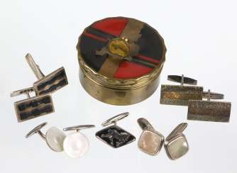 Items in cufflinks in the Art Deco case