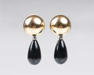 Pair of Gold clip-on earrings with two hanger pairs out of Onyx and agate