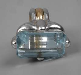 Ladies ring with large blue Topaz