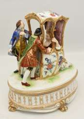 NYMPHENBURG PORCELAIN lidded box, polychrome painted , glazed, and gold-equipped, 1. Half of the 20. Century