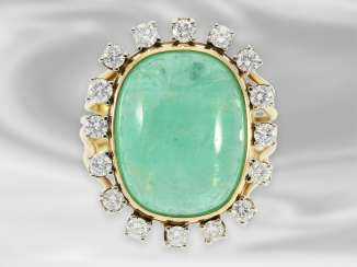 Ring: decorative, hand made vintage ladies ring with diamonds and a large emerald of approx. 14ct