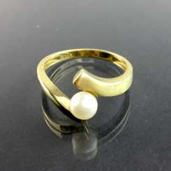 Elegant ladies ' ring in Yellow Gold 333 with Akoya pearl, very well.