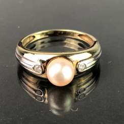 Elegant ladies ring with pearl and diamonds. Yellow Gold / White Gold 585. Very nice.