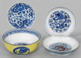 Four blue and white bowls with dragon decoration