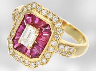 Ring: a decorative yellow gold ring with rubies and diamonds, total approx. 2,56 ct, 18K white Gold, the court jeweller Roesner
