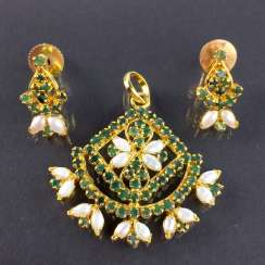 Exceptional emerald and pearl pendant with matching flower-shaped earrings, silver hard gold plated, very nice