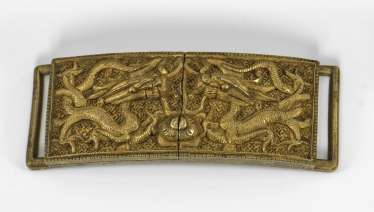 Belt buckle with dragon decoration