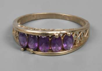 Ladies ring with amethysts