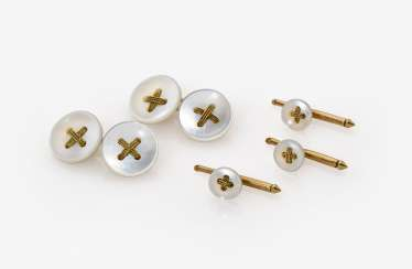 Set: consisting of a Pair of cuffs and three tuxedo buttons with mother-of-pearl discs