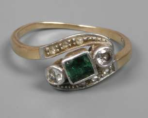 Ladies diamond ring with emerald and diamonds