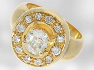 Ring: very nice vintage gold wrought ring with a large diamond of approximately 1ct in Cushion cut, 18K Gold
