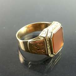 A classic mens Ring: yellow gold 333 with carnelian, around 1920, very good.