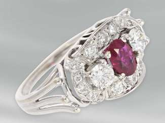 Ring: extremely time consuming and very tastefully designed vintage ruby/brilliant-goldsmith ring, 14K white gold