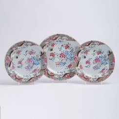 Set of three Famille-Rose plates