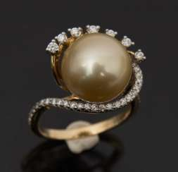 Pearl ring WITH DIAMOND setting, 750 yellow gold.