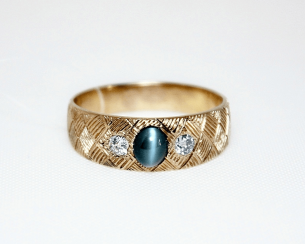 Ring with alexandrite and diamonds