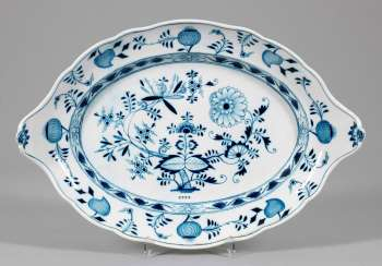 Large meat plate with onion-pattern-decor